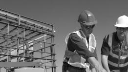 Stavební výroba v Česku po mírném růstu opět stagnuje